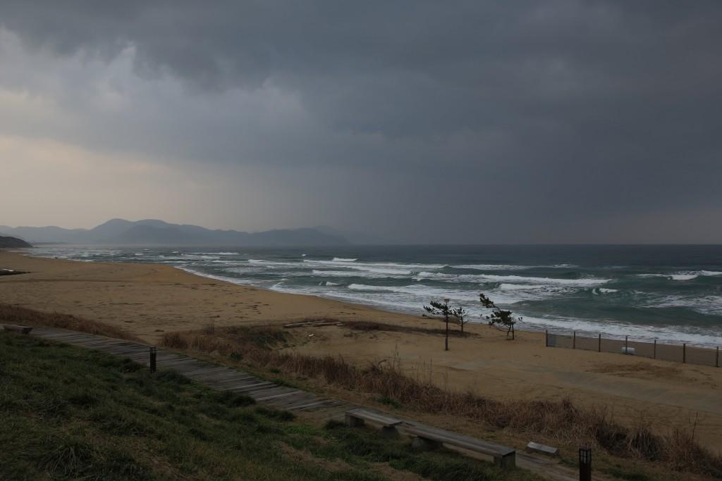 雪が降るのを日本海に浮かびながら待つ日々ですね
