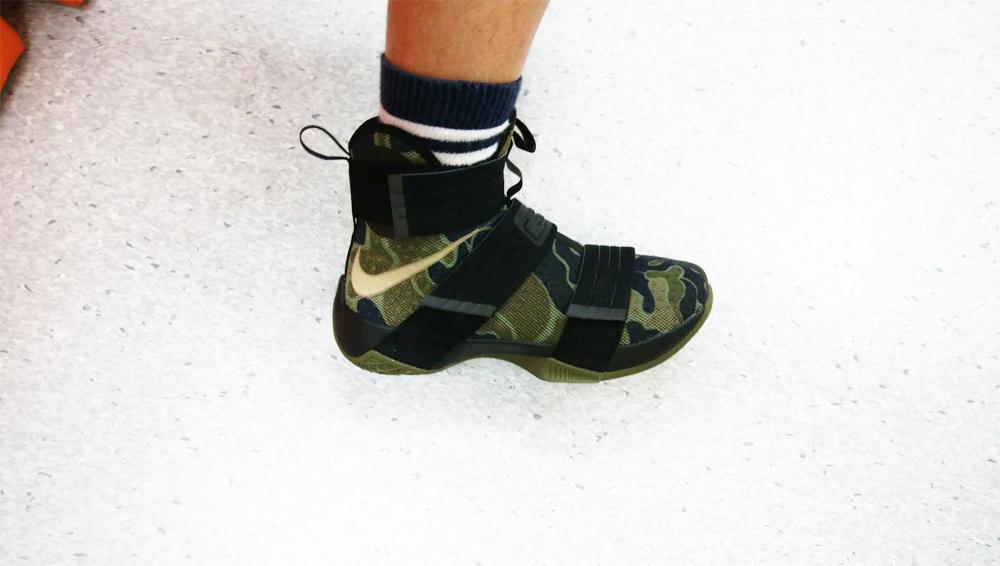 靴ヒモが無くても安定したフィット感のバスケットシューズ!?