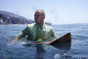 夏だ!海パンでサーフィンすると膝が痛いあなたにオススメ!