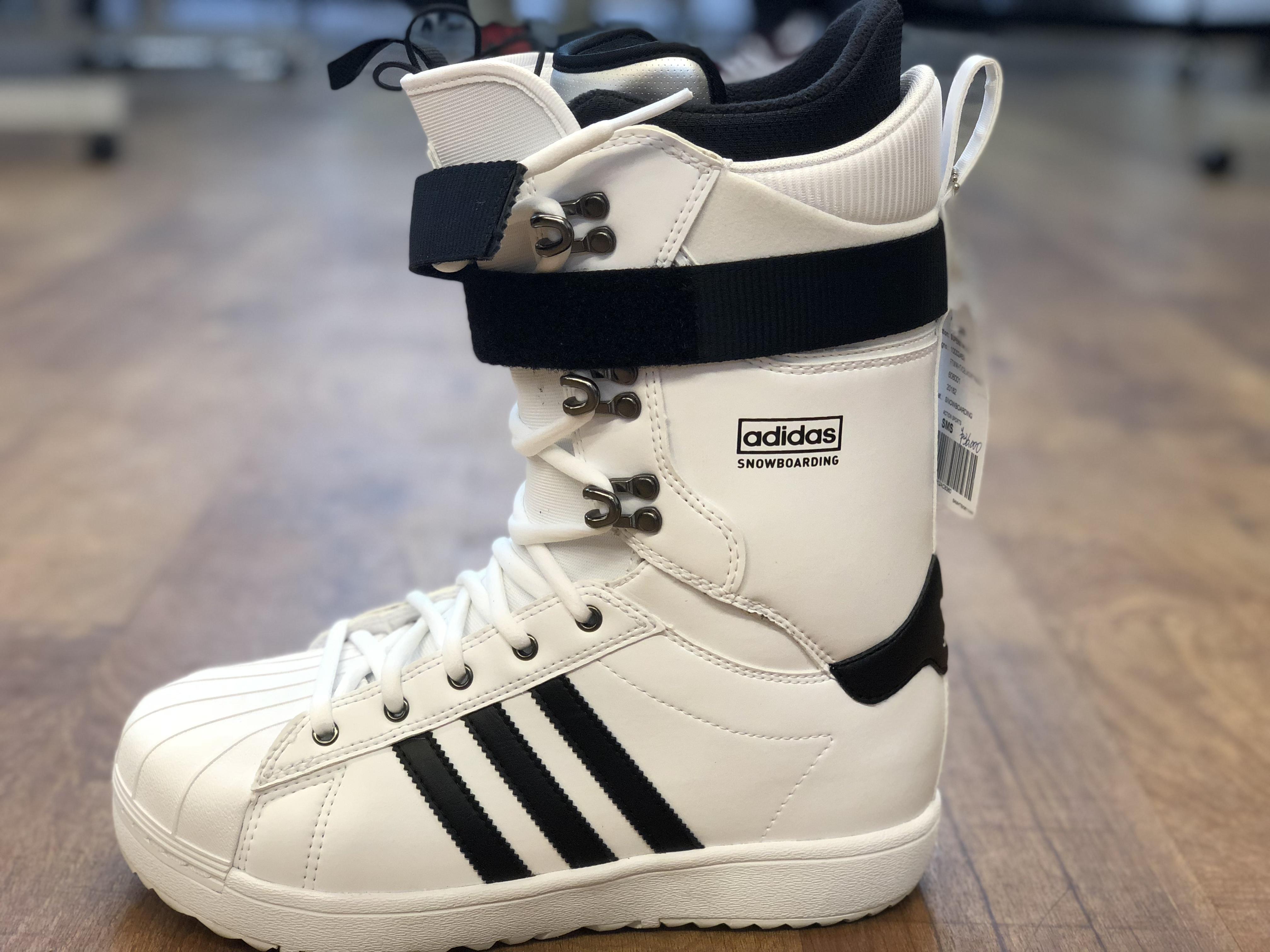 お待たせしました!!! adidas snowboard ウエアー 10月1日解禁します!