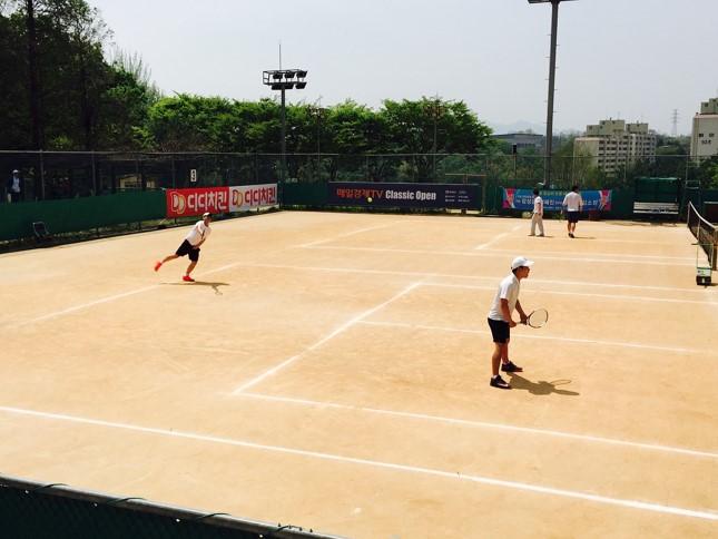 テニスのルール初級編 シングルスとダブルスはどう違う?