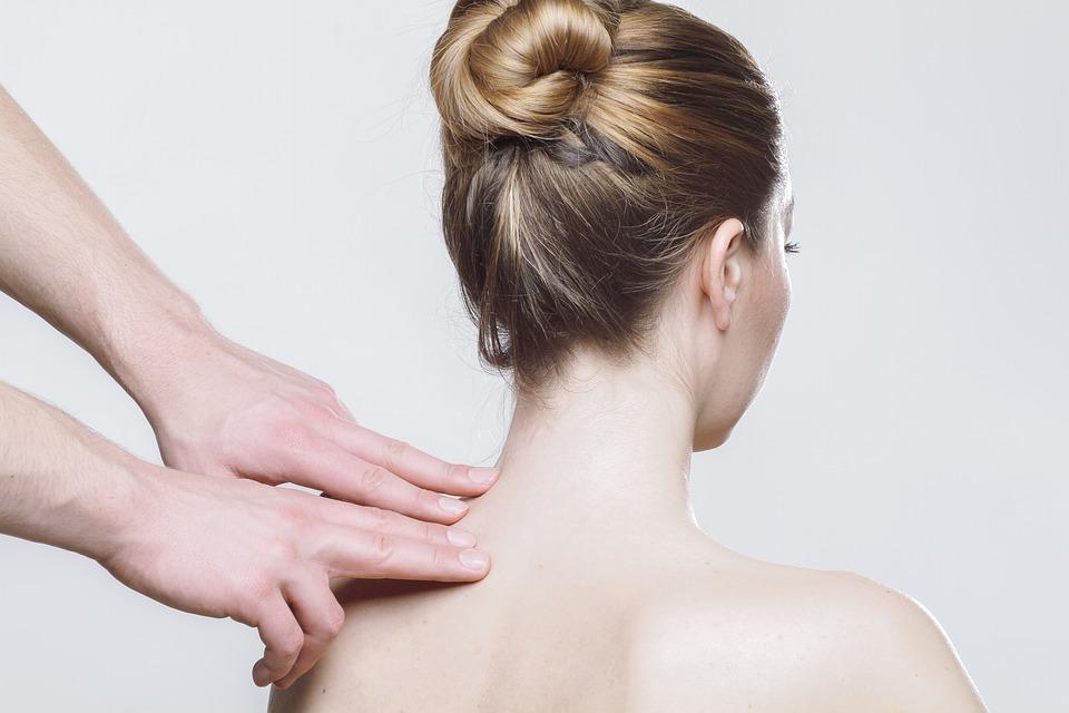 肩こり改善には呼吸が大切!正しい呼吸法と姿勢とは?