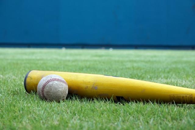 野球バットの歴史。最初のバットは曲がってた?