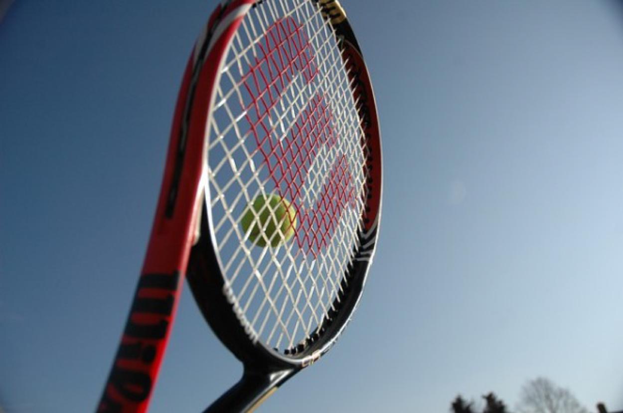 テニスラケットで有名な5大メーカー解説『メリット・デメリット』