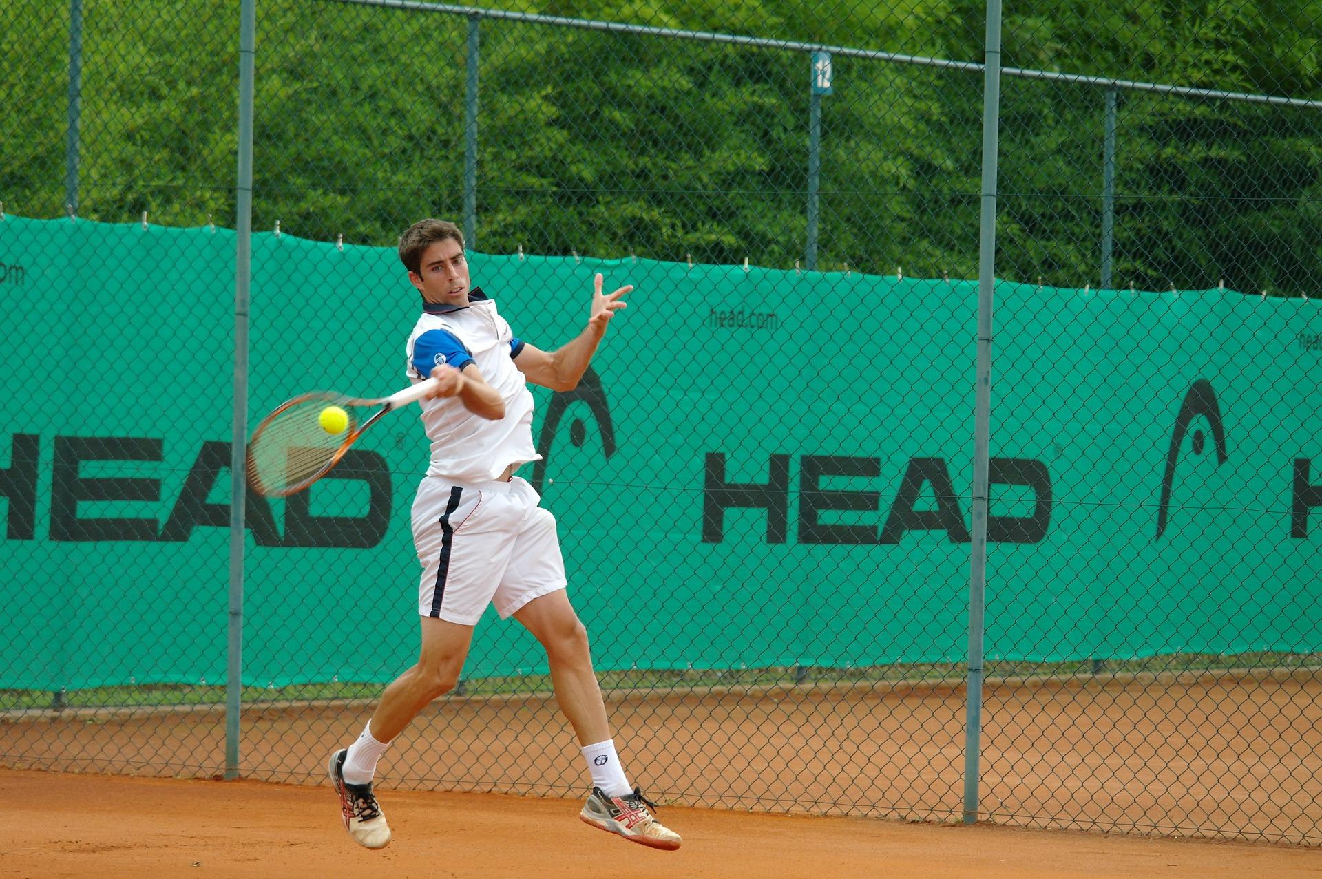 【上達のコツ】テニスの壁打ちを練習に取り入れるメリット・デメリット